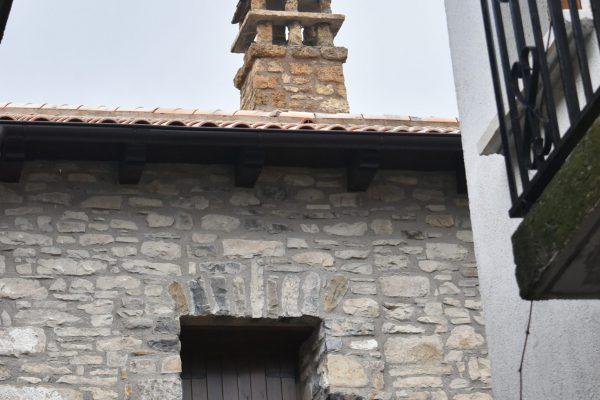Fachada tradicional en piedra tosca