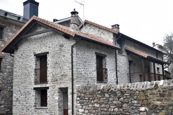 Casa rústica unifamiliar rehabilitada