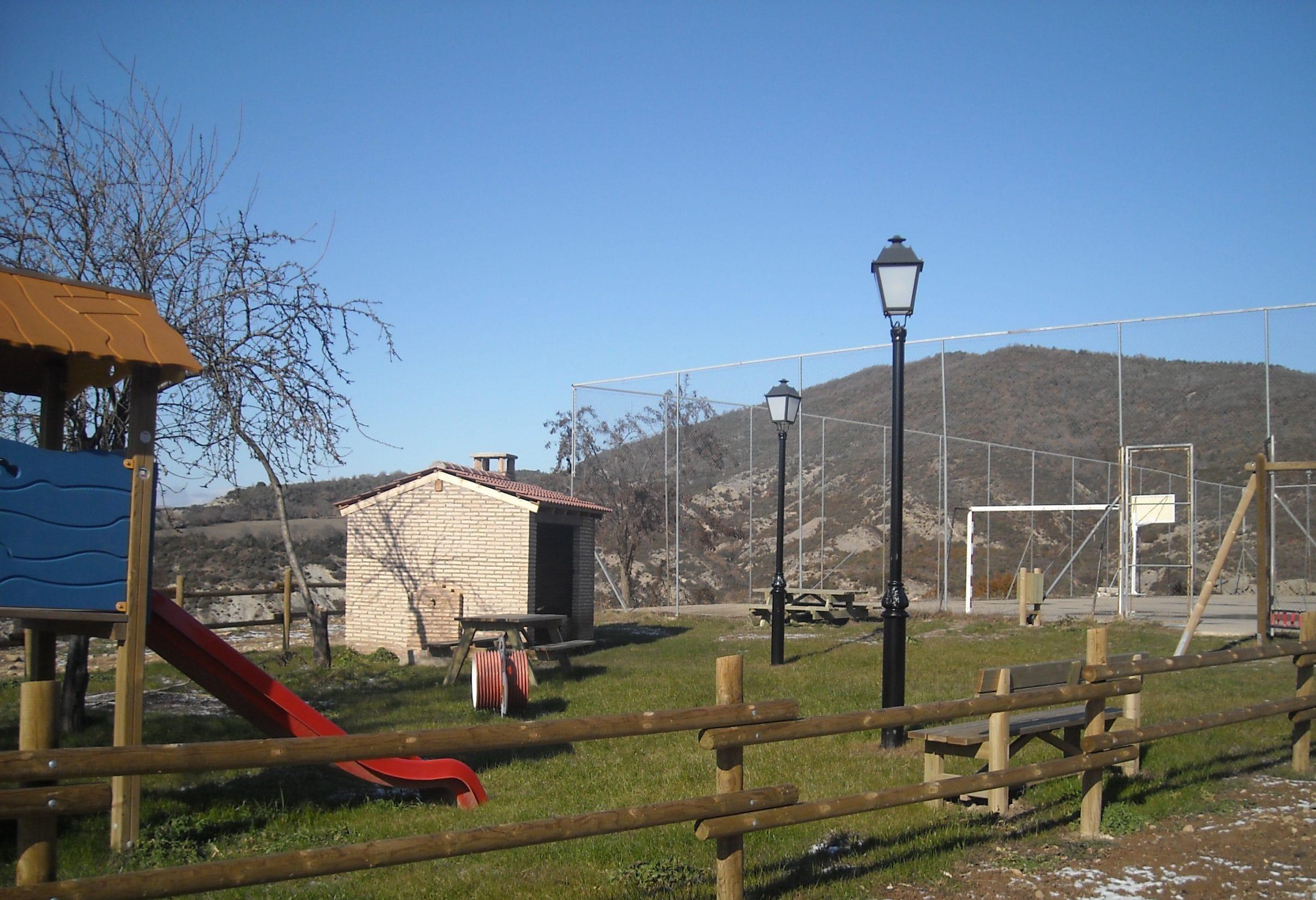 Parque infantil en Javierregay, Jaca
